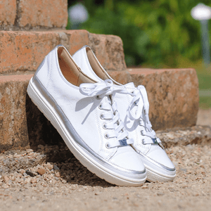 Caprice - 23654 Patent Leather Trainer, White