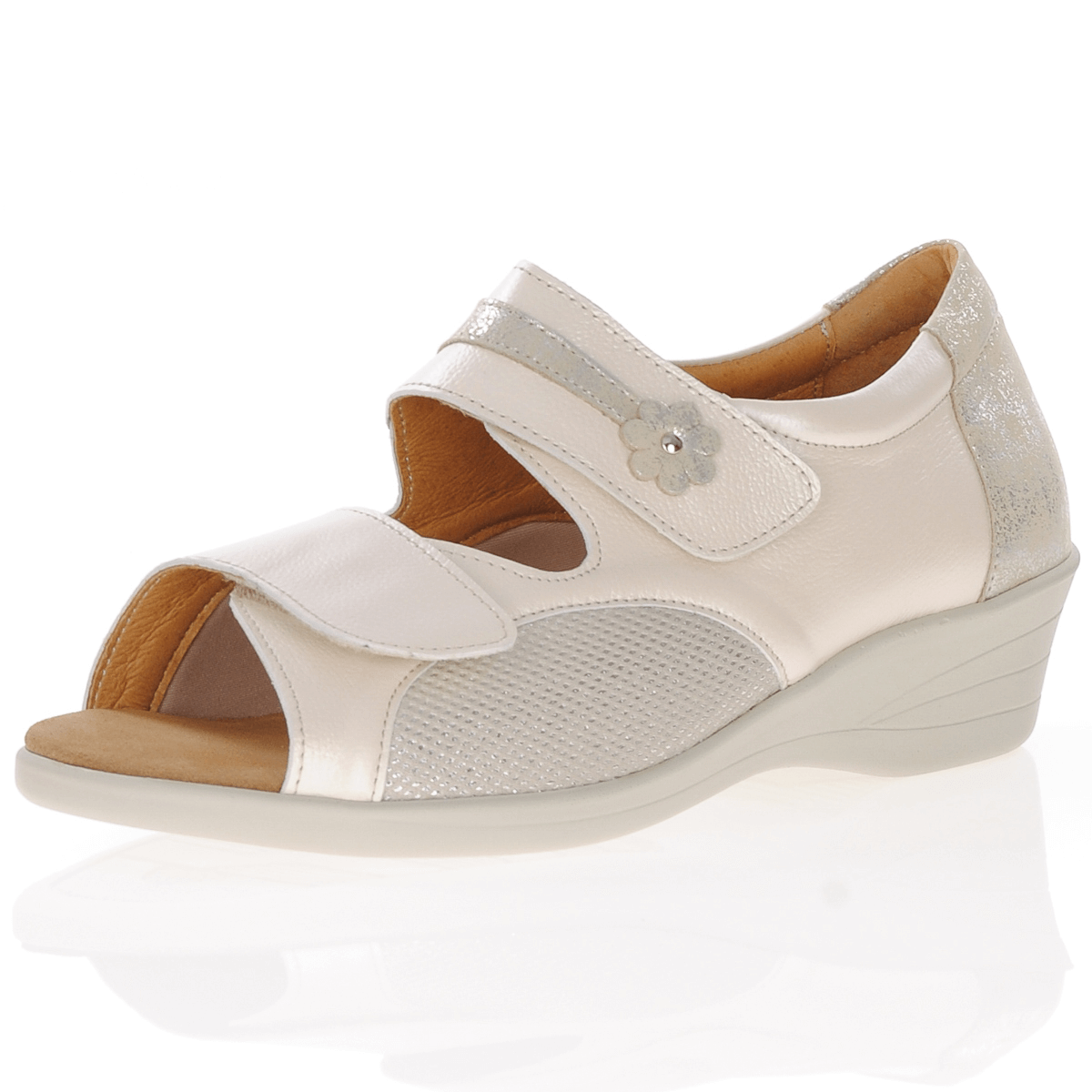 Softmode - Stacey Closed Heel Sandal, Beige